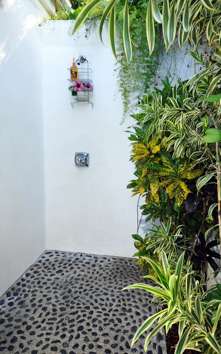 Enclosed shower garden open to sky